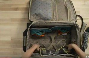 قرار دادن کفش در چمدان